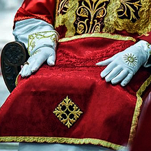 89885 episcopate gloves