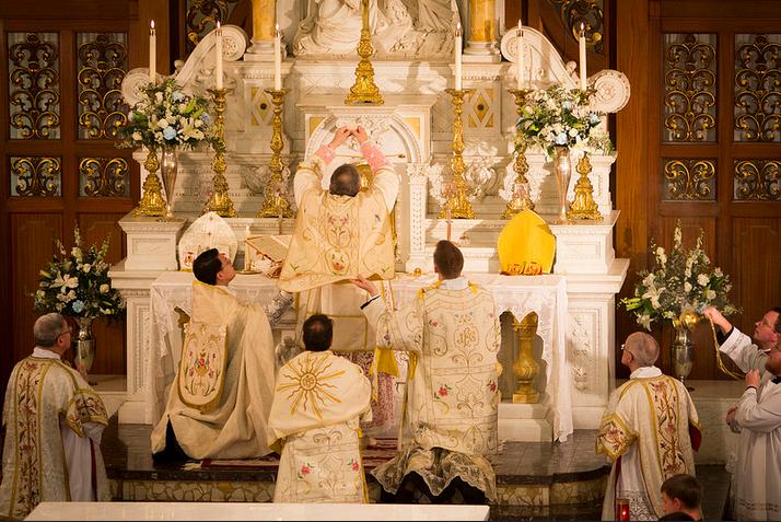 [Obrazek: CTL-Pontifical-Solemn-High-Mass-Gallery-...llsize.png]